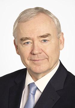 Hammasklinikka Medidentin johtaja Seppo Lindroos.